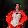 Burlesque artist 121